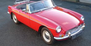 1964 MGB Roadster - Early pull handle model