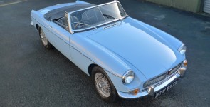 1964 MGB Roadster - Early pull-handle model