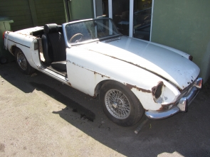 1971 MG B  Roadster restoration project