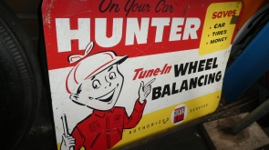 Hunter tin sign